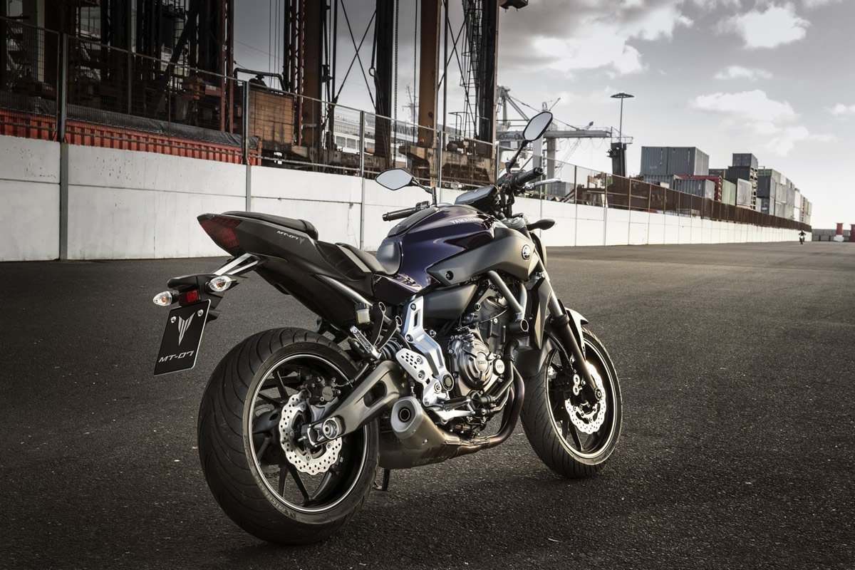 Compare a Yamaha MT-07 2016 a 2020 com outra moto!
